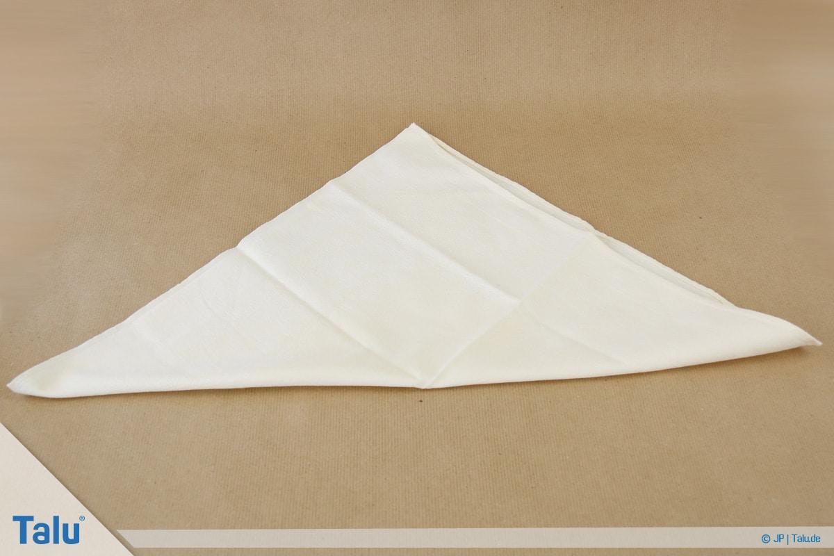 Stoffservietten falten, Blatt, Serviette zum Dreieck halbieren