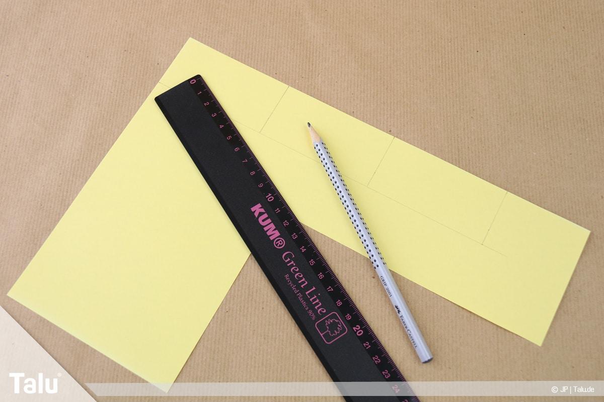 Abschiedsgeschenk für Kollegin basteln, Blumenstrauß, Tonpapier zurechtschneiden