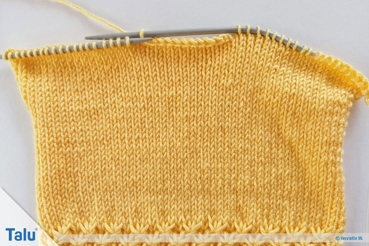 Babyjacke stricken, Anleitung Größe 56/62, Halsausschnitt am Rückenteil stricken