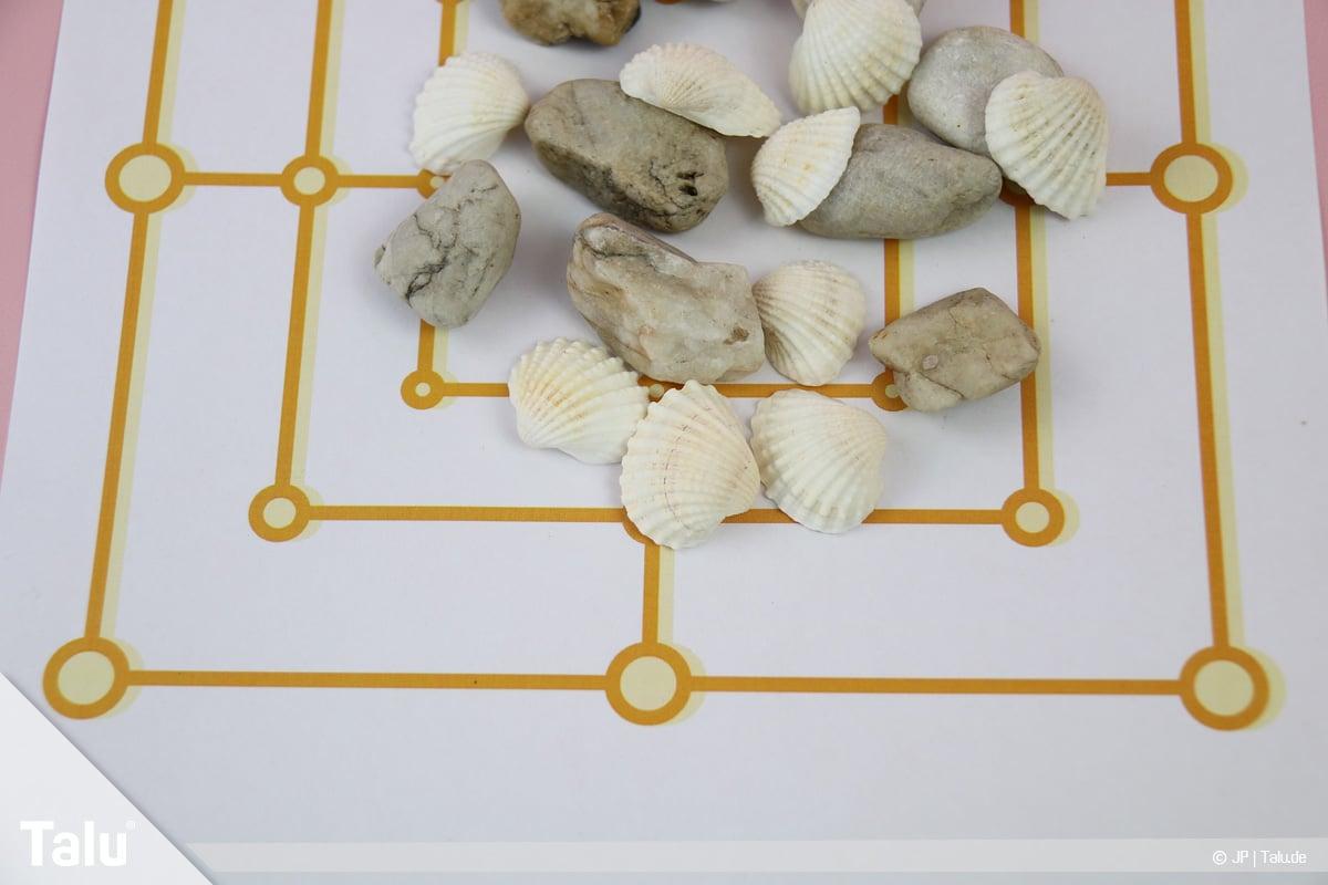 Basteln mit Steinen und Muscheln, Ideen, Mühle-Spiel, Steine und Muscheln fürs Spiel