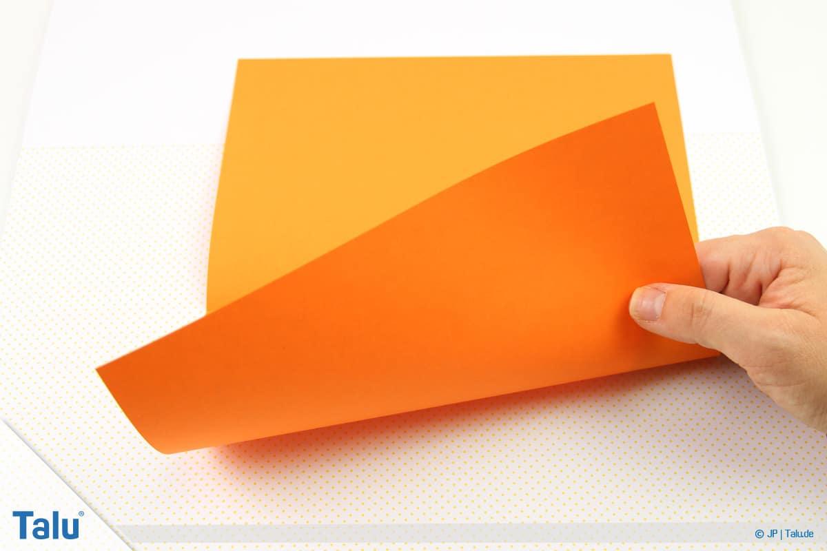 Origami Boot, Schiff basteln, drittes Schiffchen, Blattunterkante nach oben falten