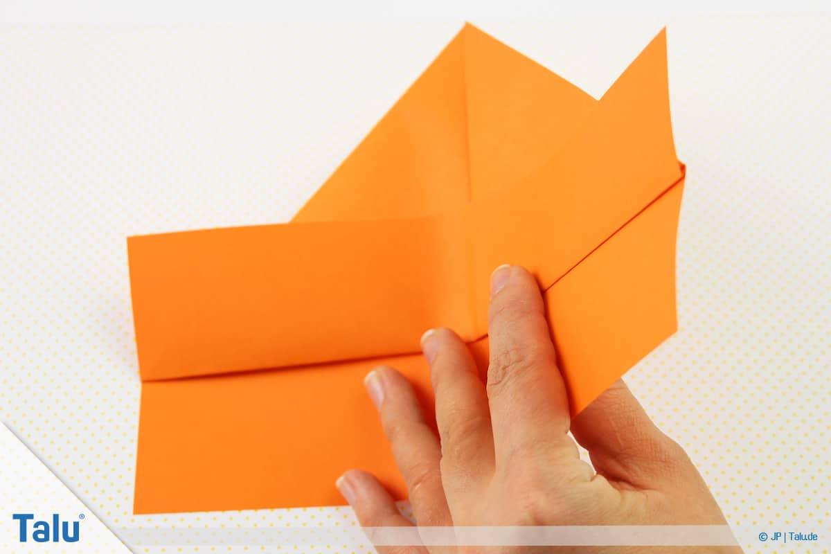 Origami Boot, Schiff basteln, drittes Schiffchen, Faltarbeit wenden