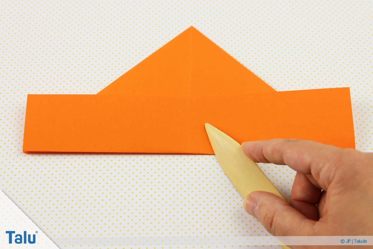 Origami Boot, Schiff basteln, drittes Schiffchen, bisheriges Faltergebnis