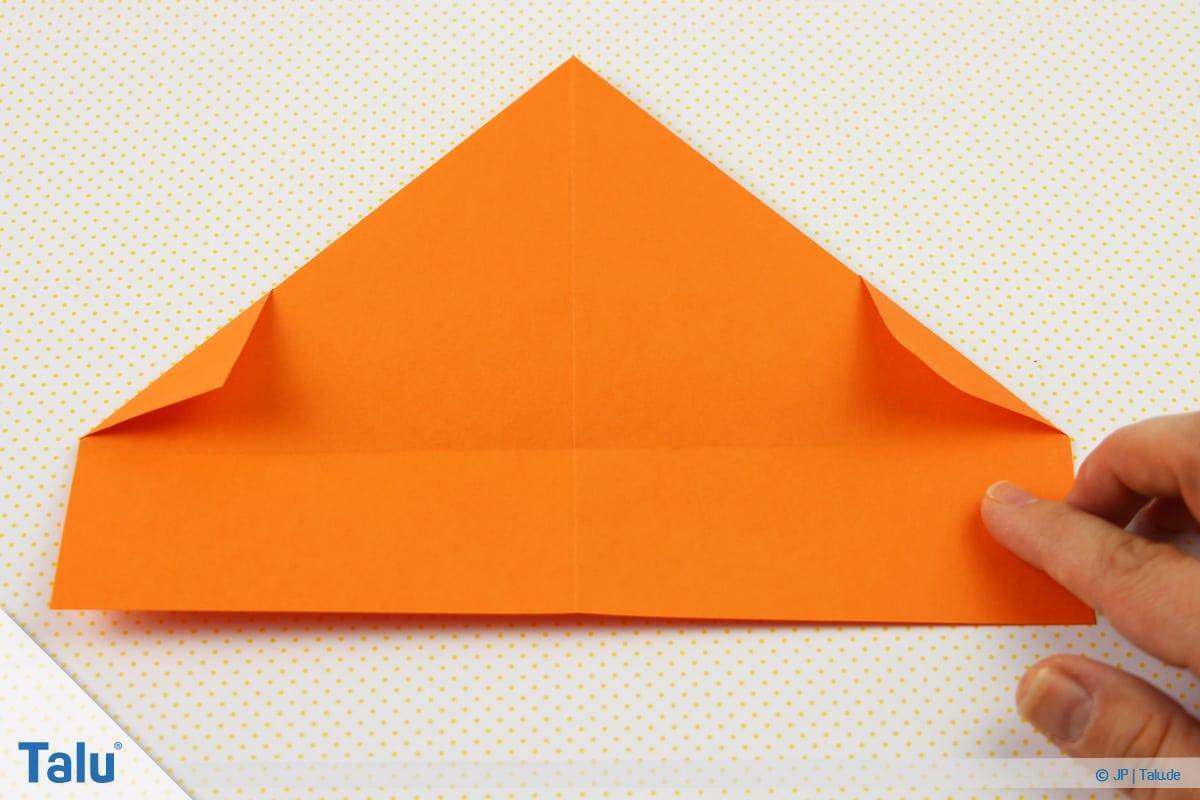 Origami Boot, Schiff basteln, drittes Schiffchen, umgefaltete Ecken