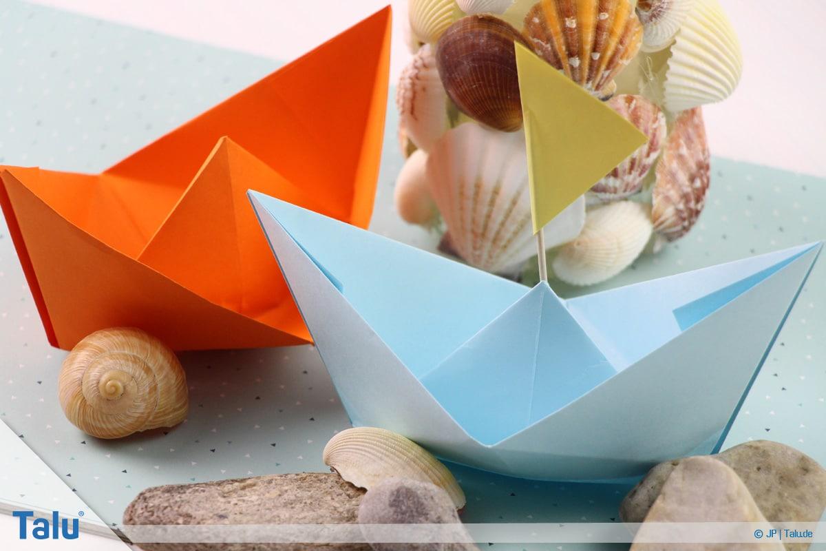 Origami Boot, Schiff basteln, drittes Schiffchen fertig gebastelt