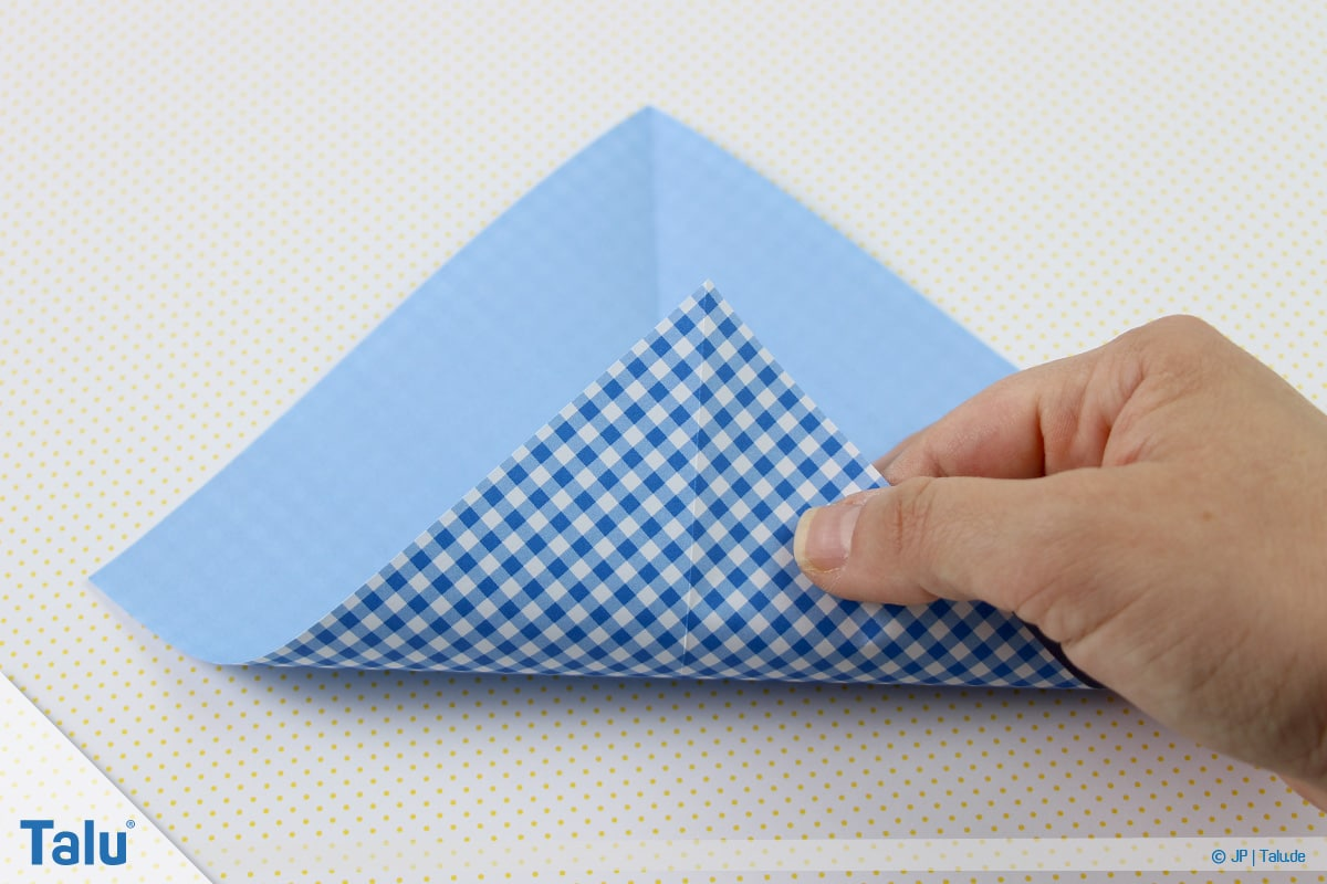Origami Boot, Schiff basteln, erstes Schiffchen, weitere Faltungen
