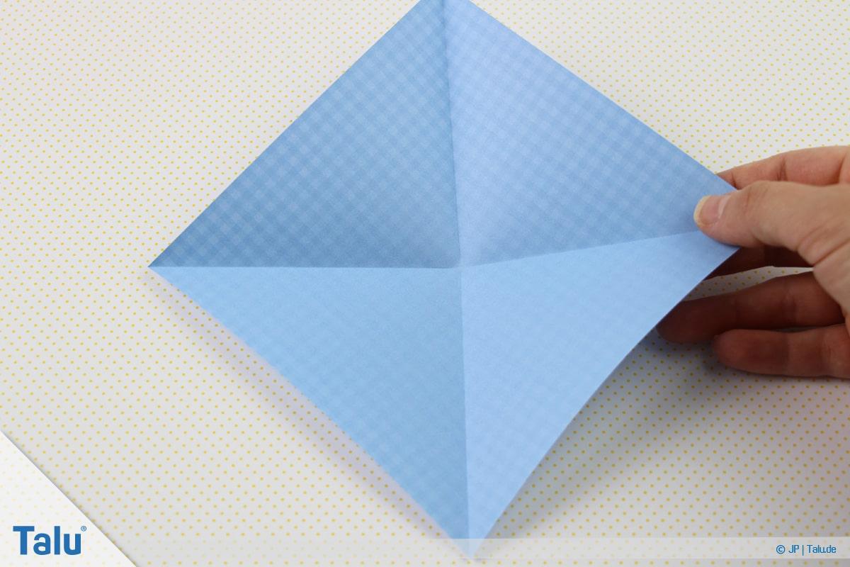 Origami Boot, Schiff basteln, erstes Schiffchen, aufgeklapptes Quadrat