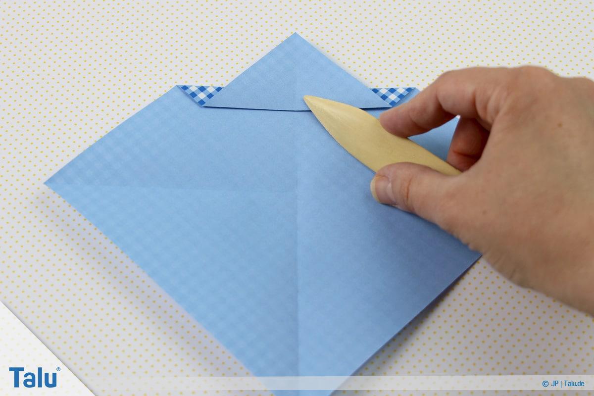Origami Boot, Schiff basteln, erstes Schiffchen, mit Falzbein Faltung nachziehen