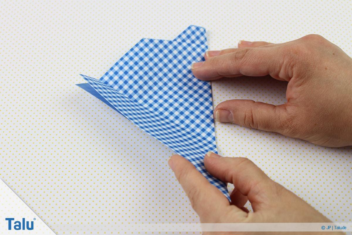 Origami Boot, Schiff basteln, erstes Schiffchen, vorherigen Schritt wiederholen