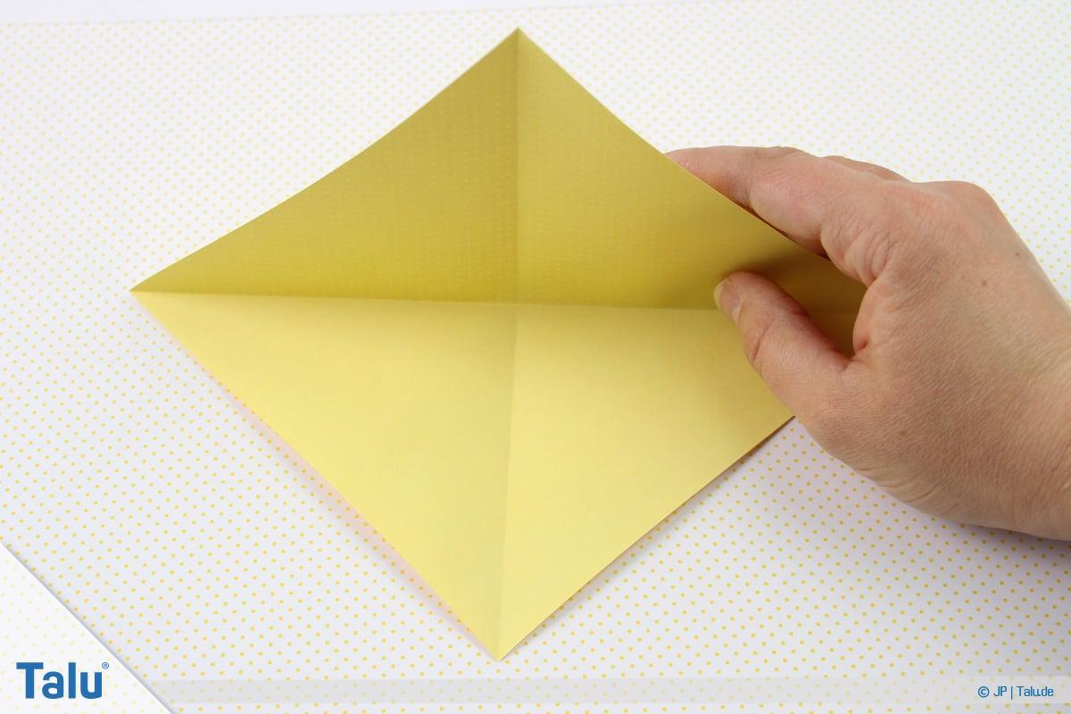 Origami Boot, Schiff basteln, zweites Schiffchen, Faltarbeit aufmachen