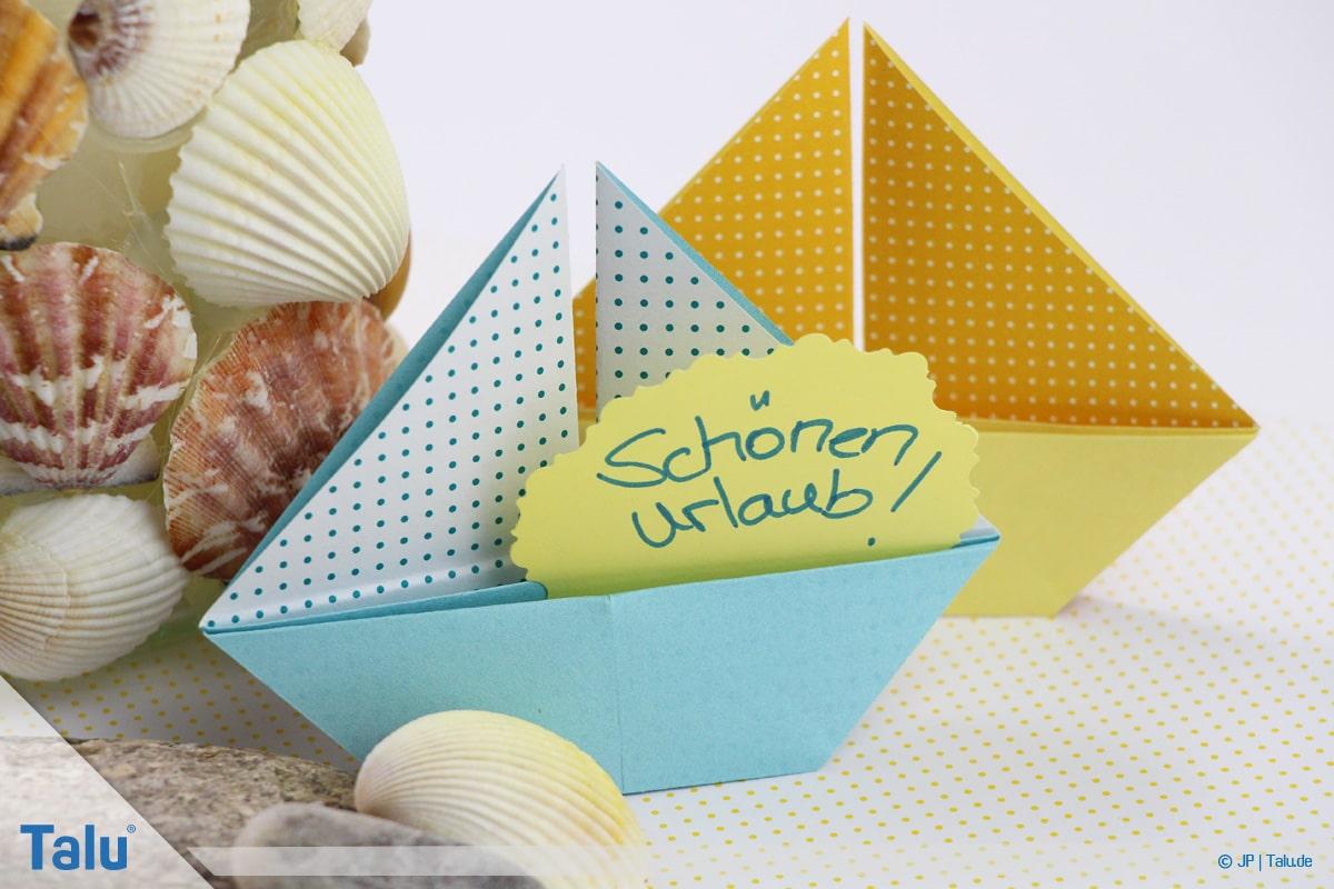 Origami Boot, Schiff basteln, zweites Schiffchen fertig gebastelt