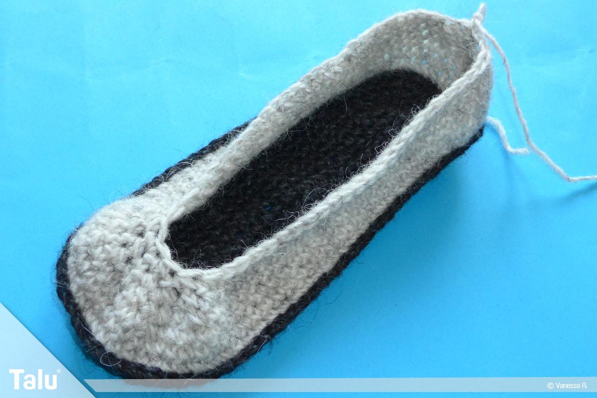 Schuhe häkeln für Erwachsene, Häkel-Hausschuhe, weitere Maschen zusammenfassen