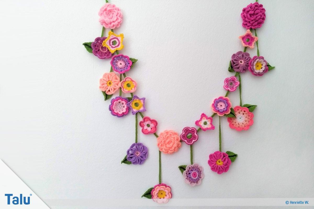 Blumenkette häkeln, Anleitung Blumengirlande, fertige Blumenkette