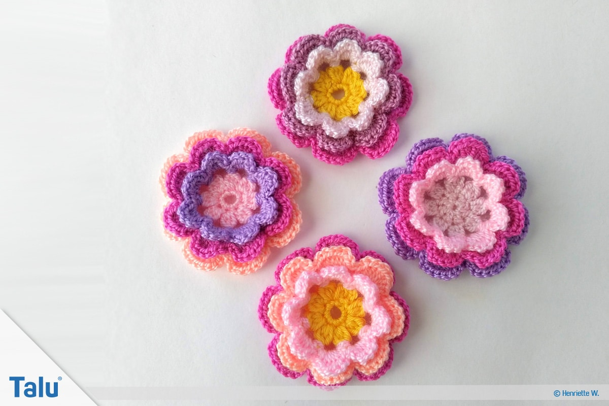 Blumenkette häkeln, Anleitung Blumengirlande, Blume mit drei Schichten, fertige Blüten