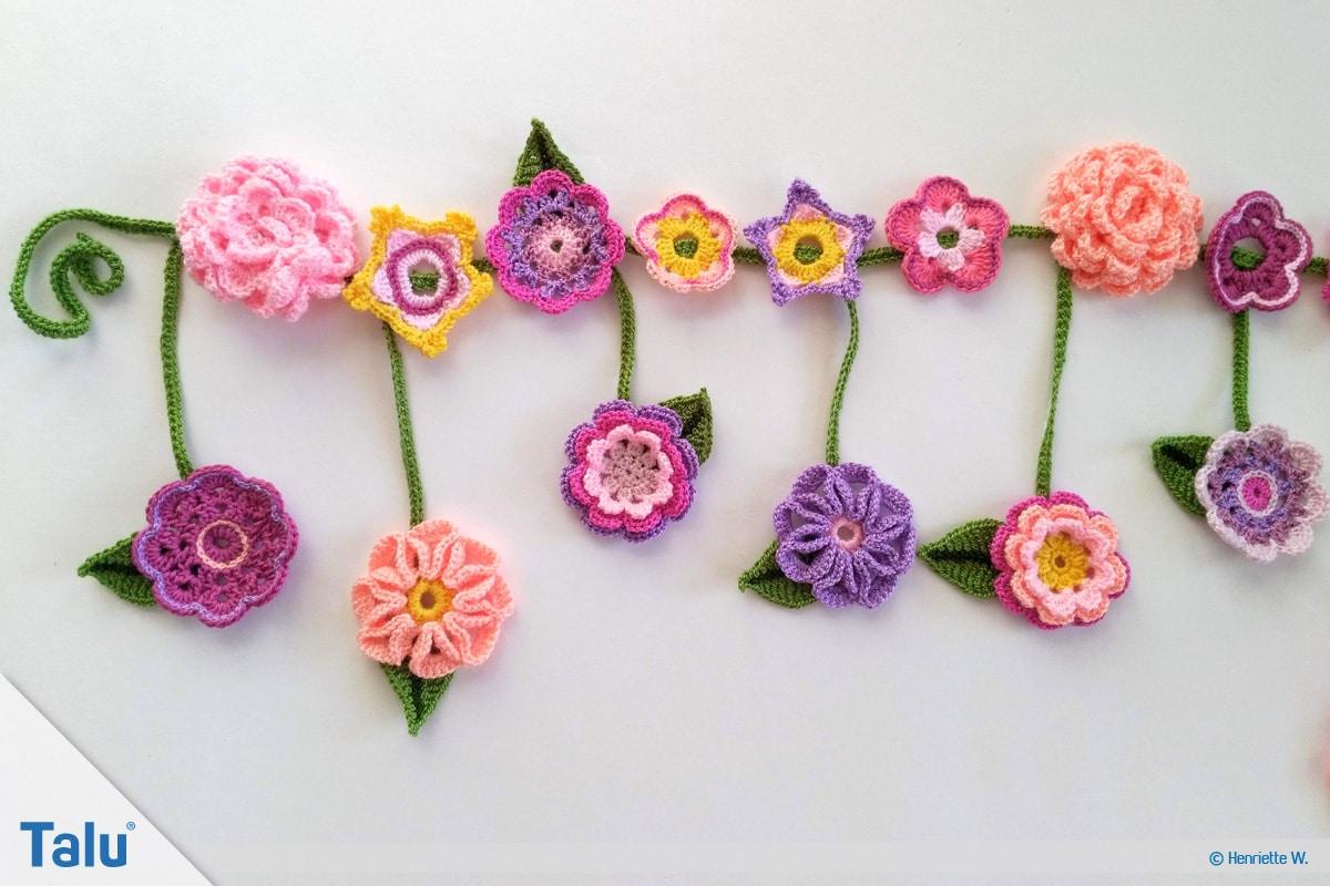 Blumenkette häkeln, Anleitung Blumengirlande, Häkelblumen an Blumengirlande