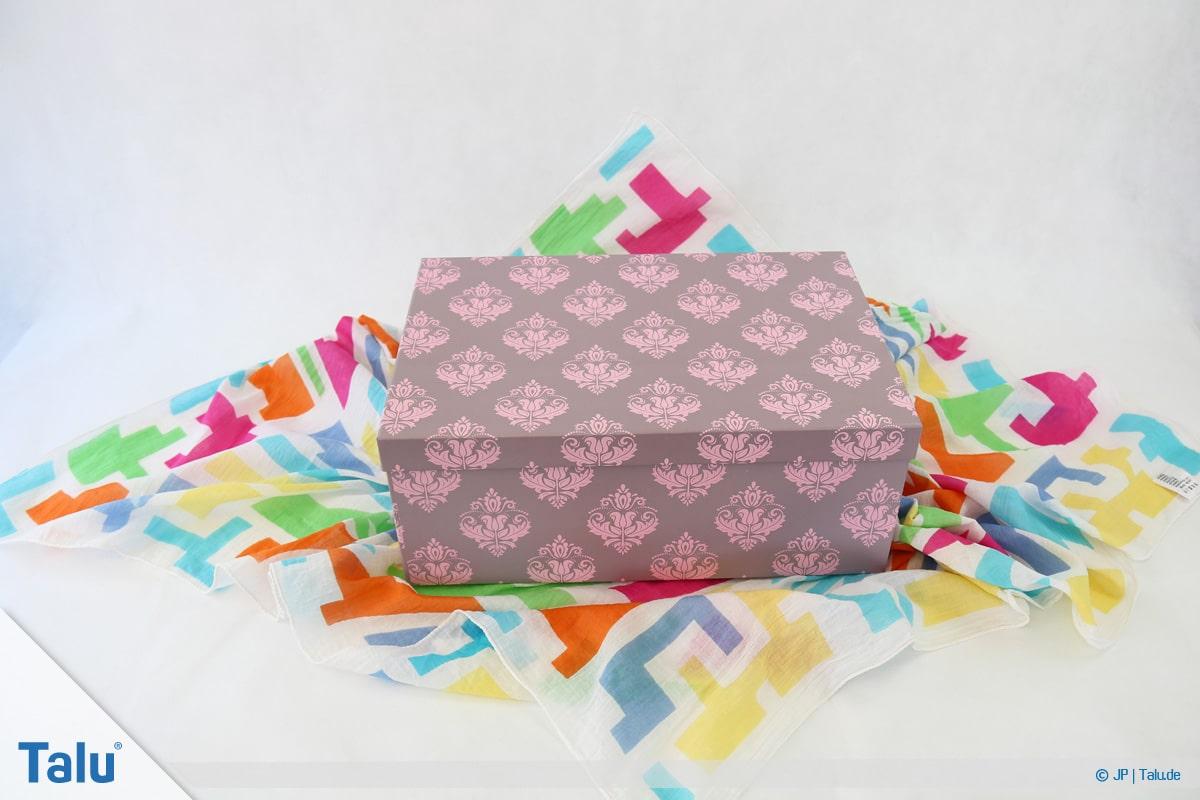 Furoshiki, Geschenke mit Stoff, Tüchern verpacken, Variante 1, Beginn