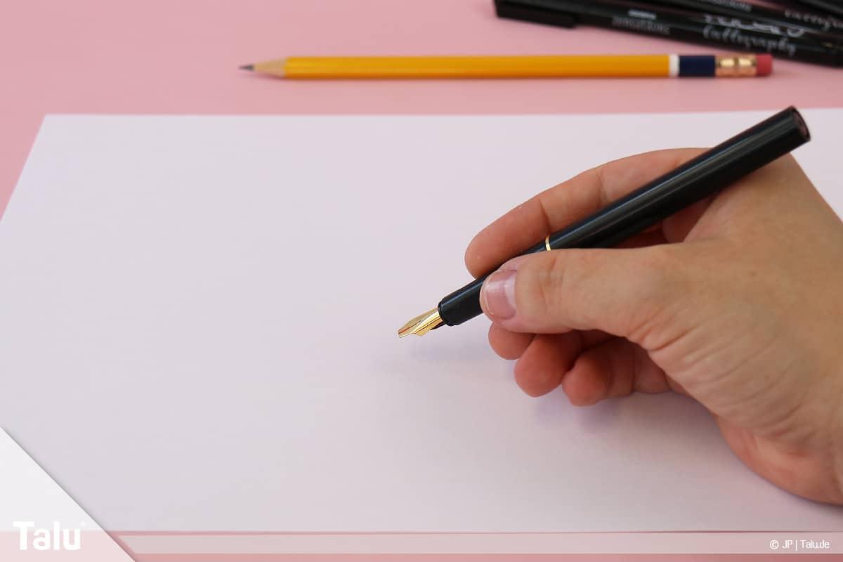 Kalligraphie lernen, Anleitung für Anfänger, Federhalter in die Schreibhand nehmen