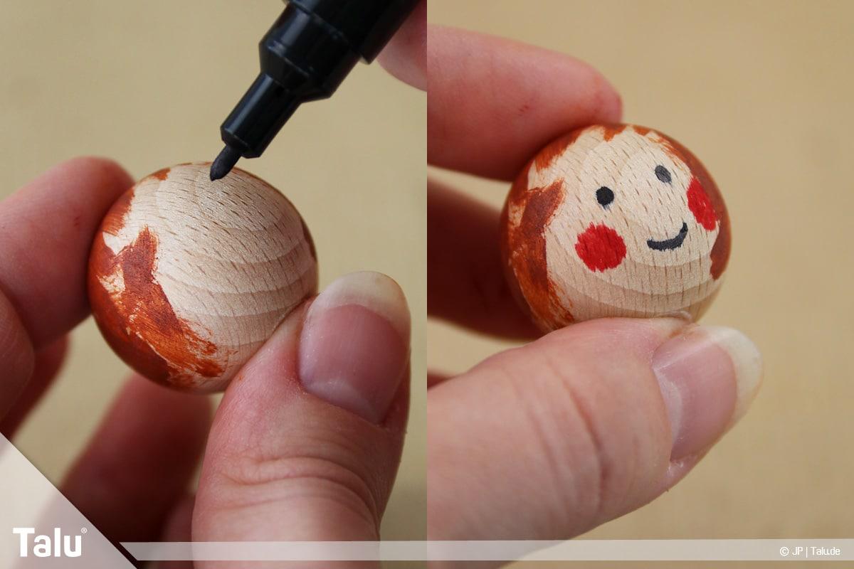 Basteln mit Tannenzapfen, kreative Ideen, Regenbogenfeen, Holzkugel mit Gesicht verzieren