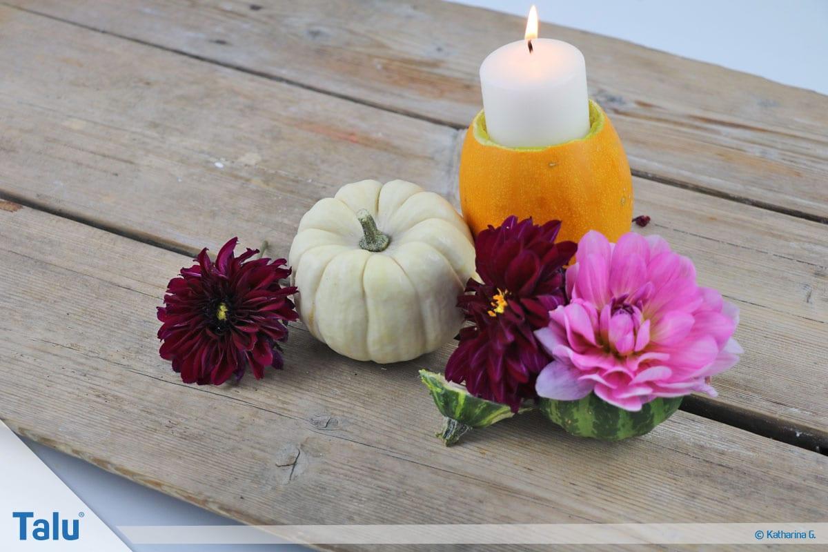 Herbst-Tischdeko selber machen, Kürbis-Teelichthalter mit Kerze
