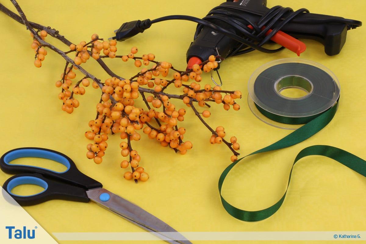 Herbst-Tischdeko selber machen, Beerenzweig Serviettenring