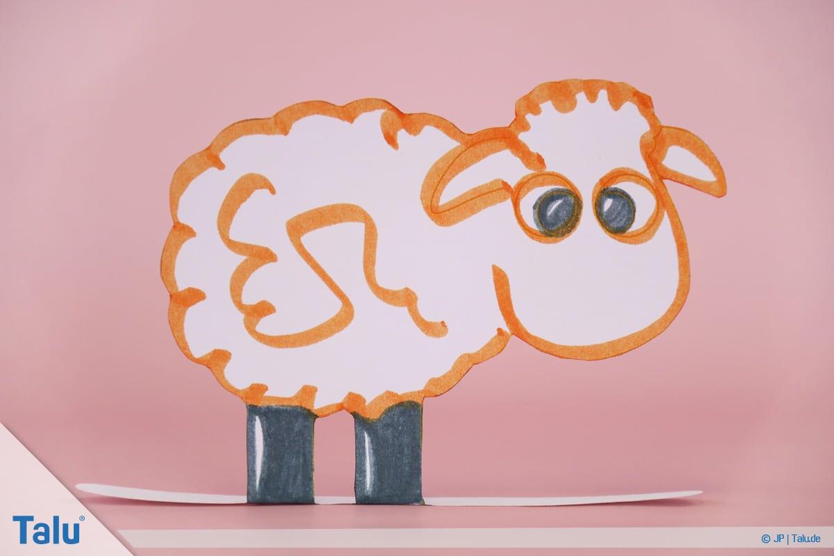 Schafe basteln aus Pappteller/Karton, mit Vorlage, fertiges Schaf
