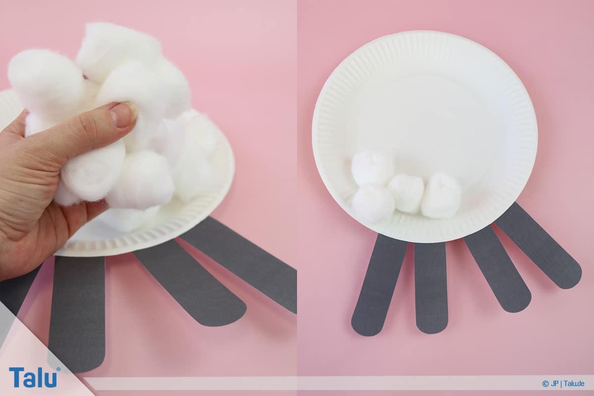 Schafe basteln aus Pappteller/Karton, mit Vorlage, Watte zum Basteln verwenden
