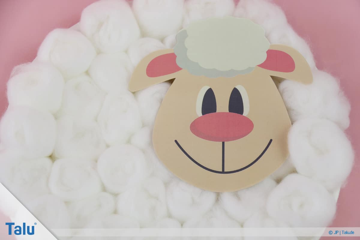 Schafe basteln aus Pappteller/Karton, mit Vorlage, fertiges Pappteller-Schaf