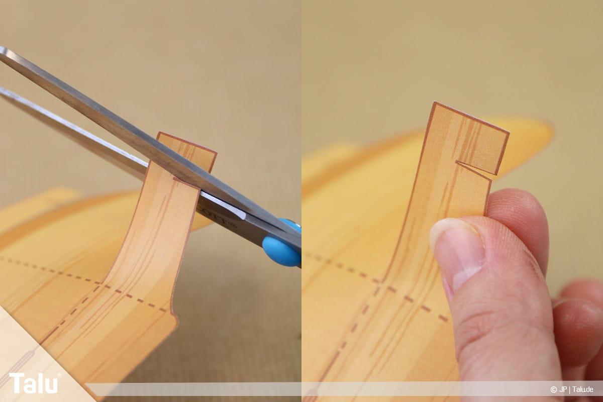 Schatztruhe basteln, Schatzkiste mit Schloss, Seitenlaschen jeweils ein Stück einschneiden