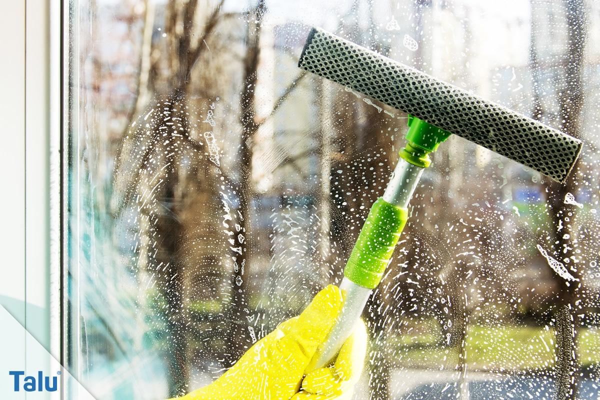Schmierige, fettige Glasscheiben reinigen, Fensterwischer