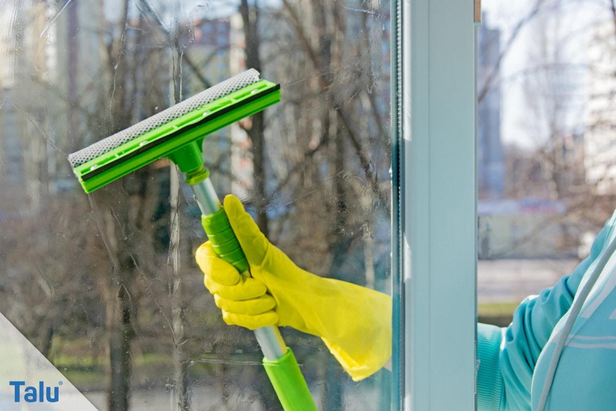 Schmierige, fettige Glasscheiben reinigen, Fensterabzieher