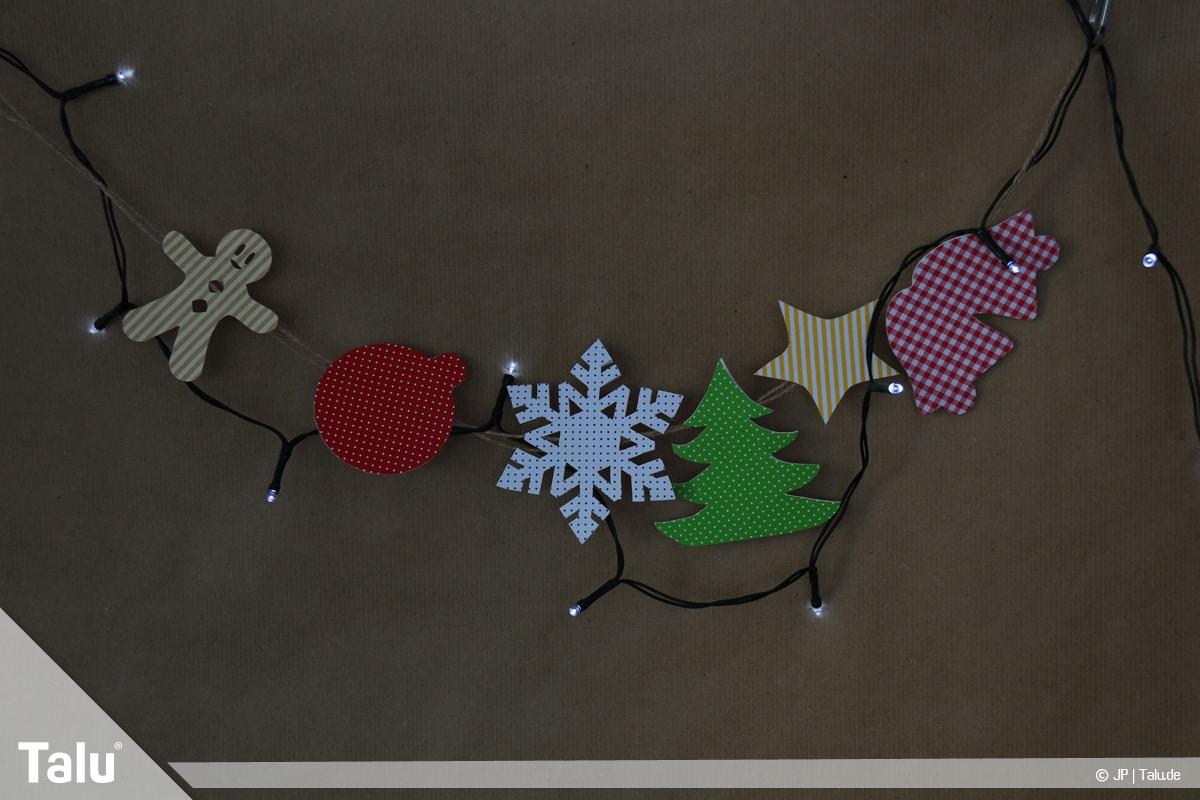 Basteln mit Papier an Weihnachten, Ideen, Girlande mit batteriebetriebener Lichterkette schmücken