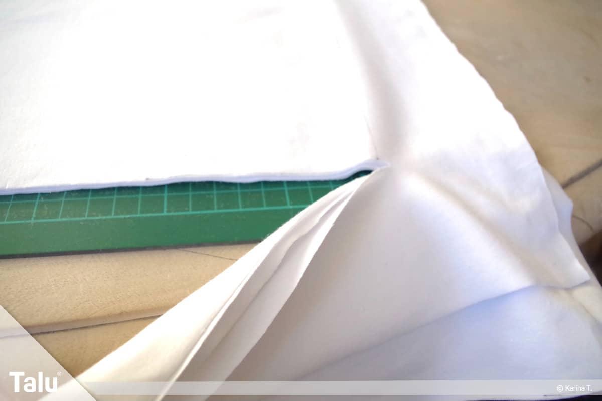 Sitzsack selber machen, Anleitung, gefaltete Stofflagen zerschneiden