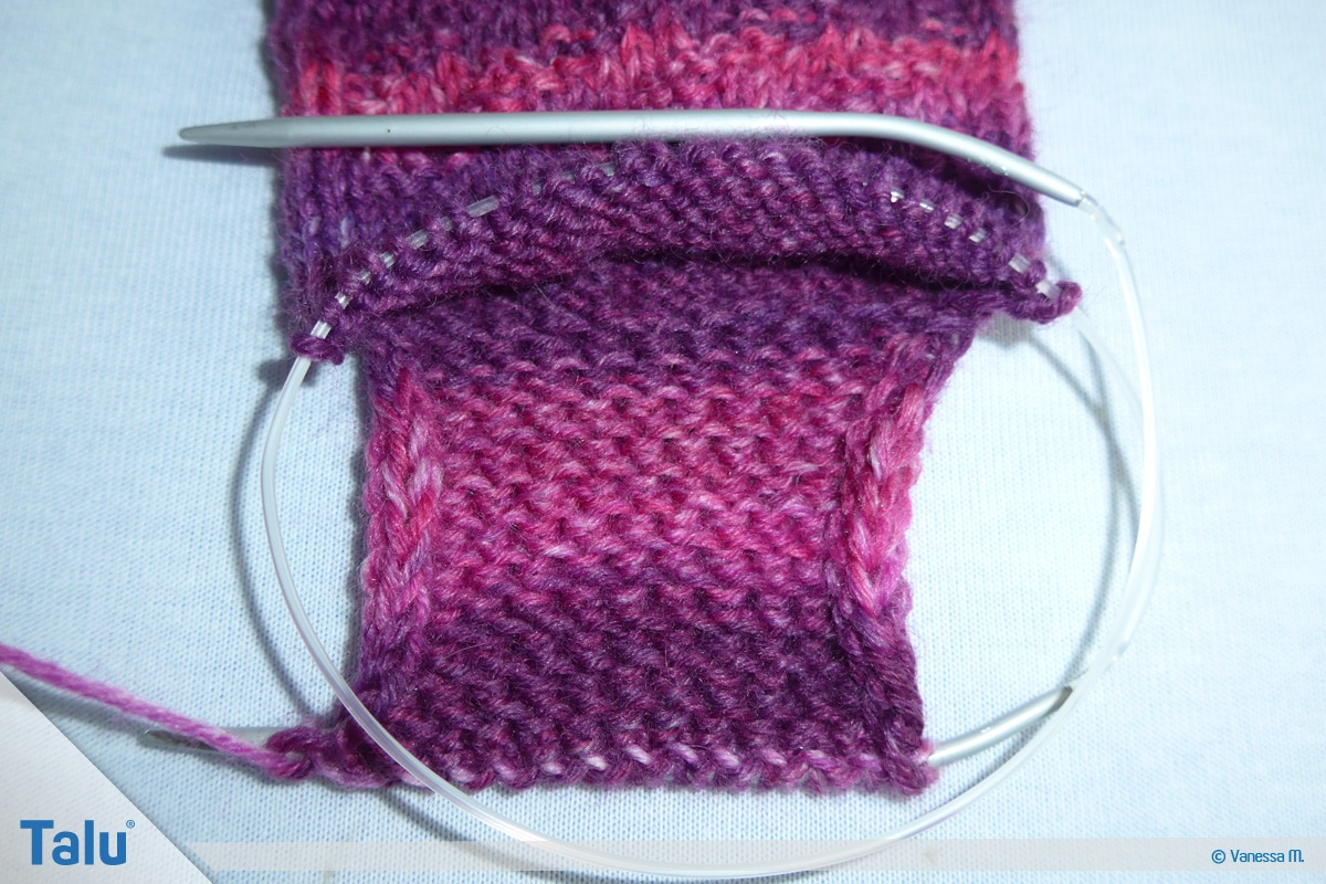 Socken stricken mit Rundstricknadel, Maschen für die Ferse stricken