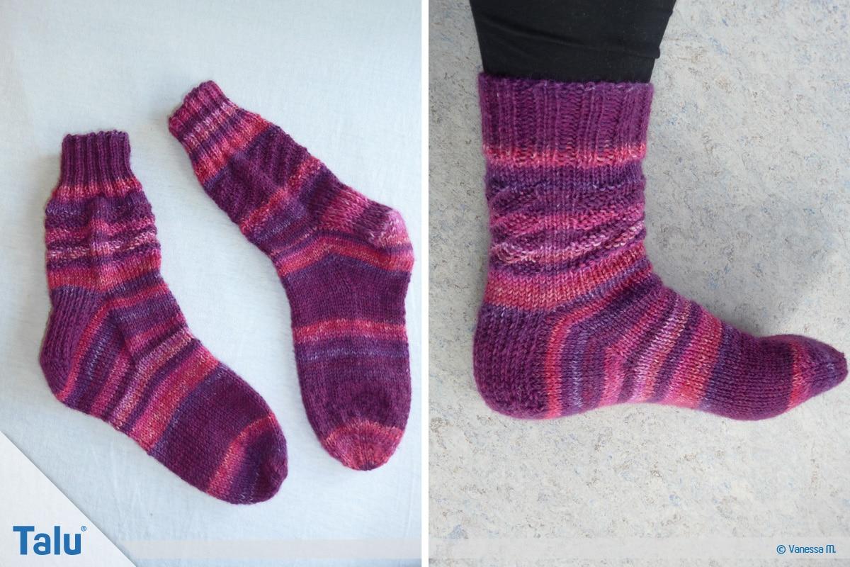 Socken stricken mit Rundstricknadel, fertig gestricktes Sockenpaar mit einer Rundstricknadel gefertigt