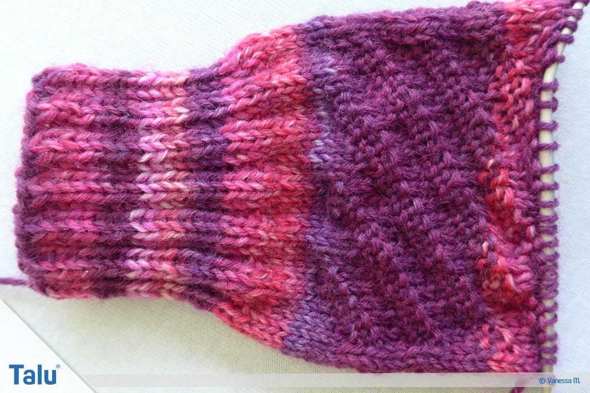 Socken stricken mit Rundstricknadel, Rechts-Links-Muster am Sockenschaft