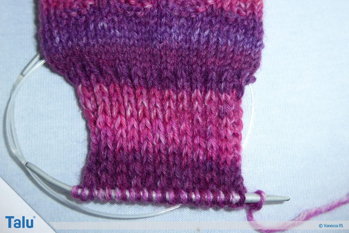 Socken stricken mit Rundstricknadel, die Ferse arbeiten