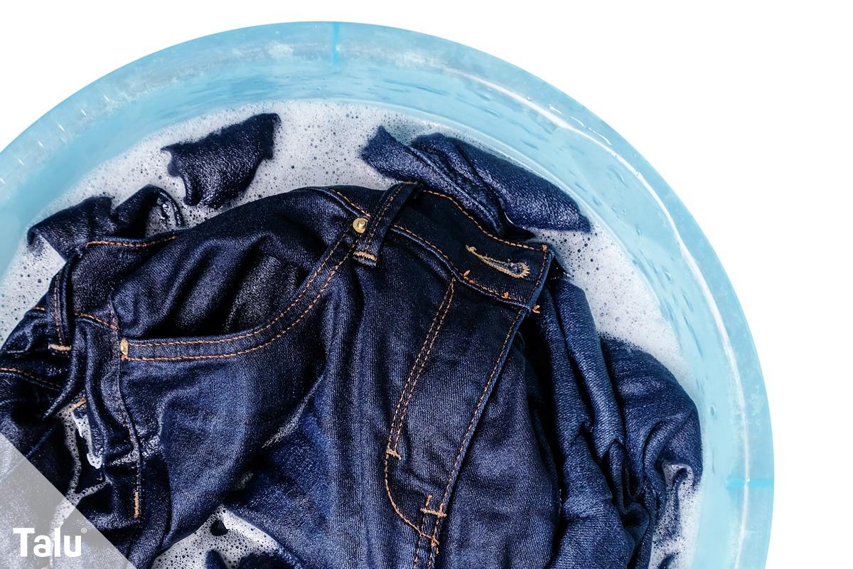 Jeans im Wasser