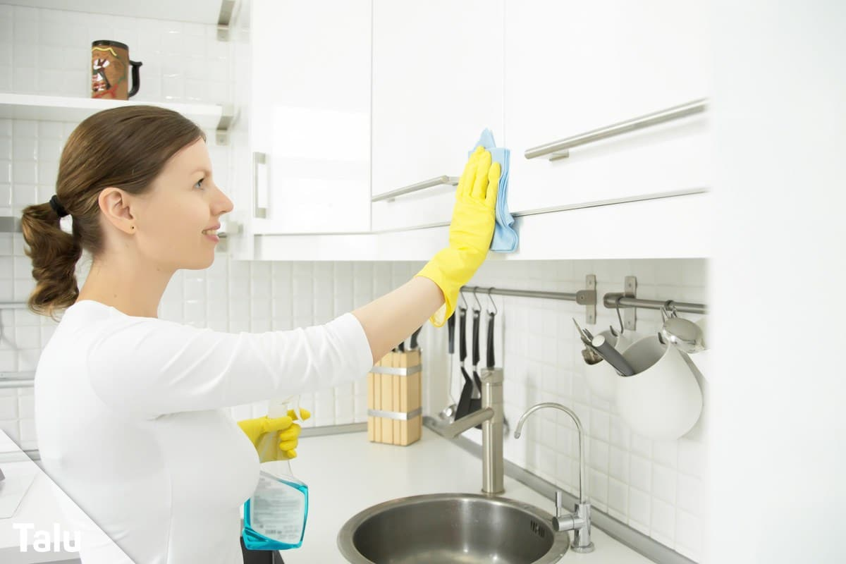 Hochglanz-Küche putzen